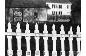 strand_the-white-fence-1916-lr